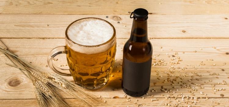 aplicar cerveja no cabelo