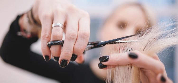 cortar pontas cabelos faz crescer mais rápido