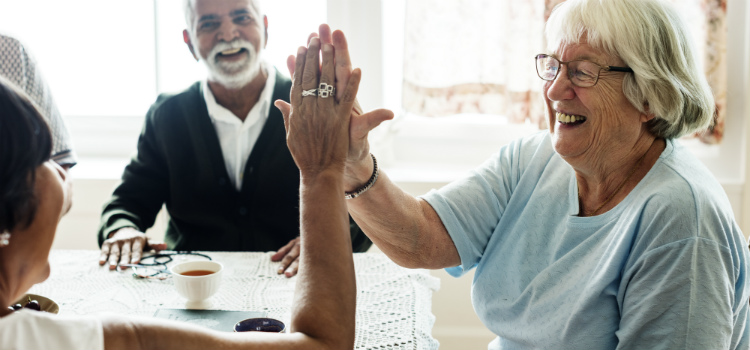 idosos felizes mente positiva