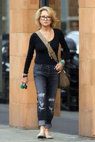 moda para terceira idade jeans e blusinha básica