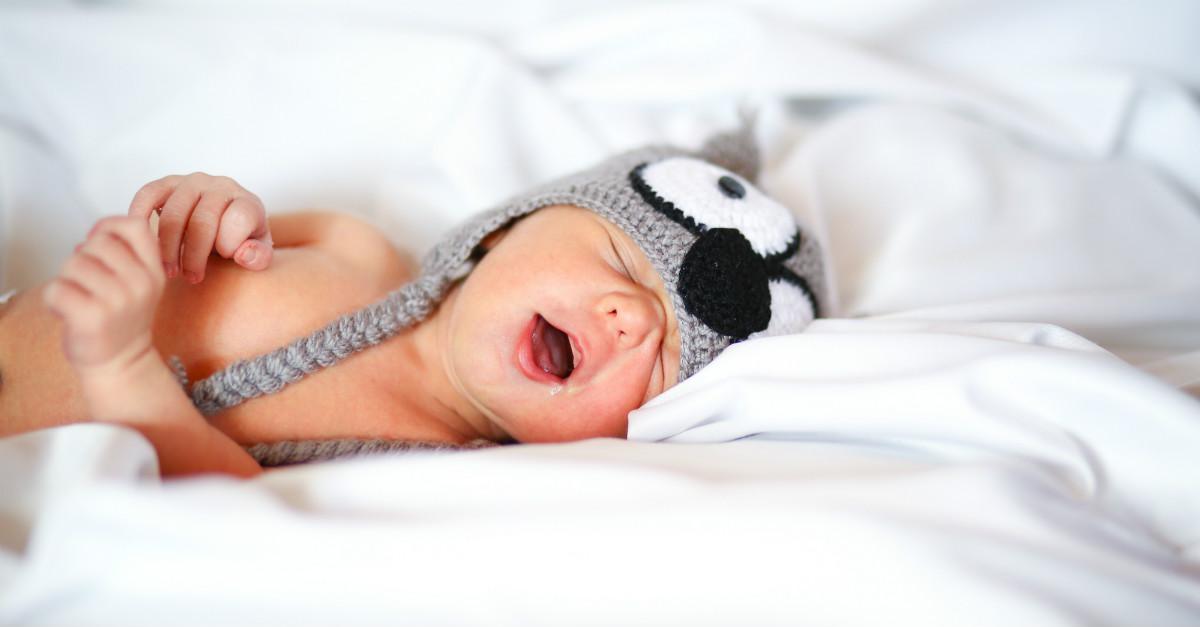 Senhor tricota gorrinhos para bebês prematuros nos Estados Unidos c9031b2e42d