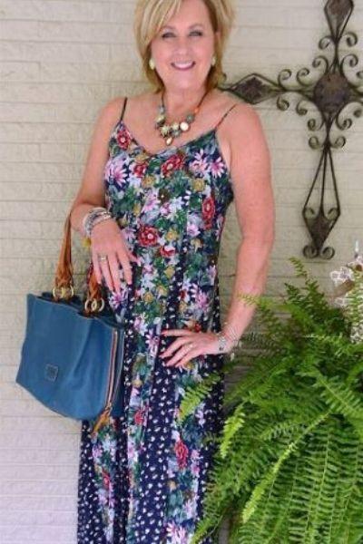 look vestido floral de alcinha